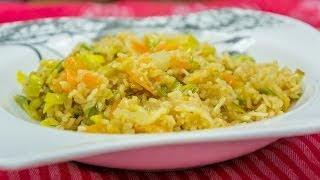 WOK-Gericht mit Reis und Gemüse